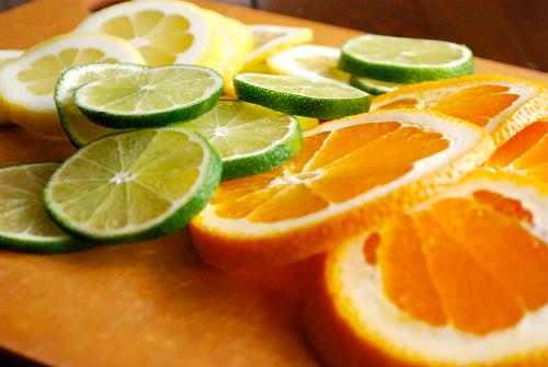 Mặt nạ hỗn hợp nước ép cam và chanh trị tàn nhang rất tốt