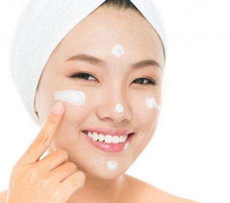 Kem tái tạo da sau khi tẩy tàn nhang