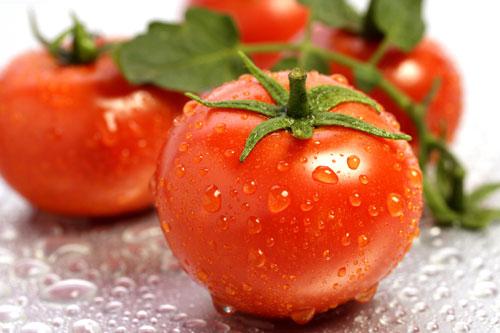 Trị tàn nhang bằng trái cây không thể bỏ qua cà chua