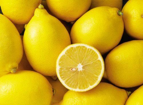 Chanh cũng là cách trị tàn nhang bằng trái cây đơn giản